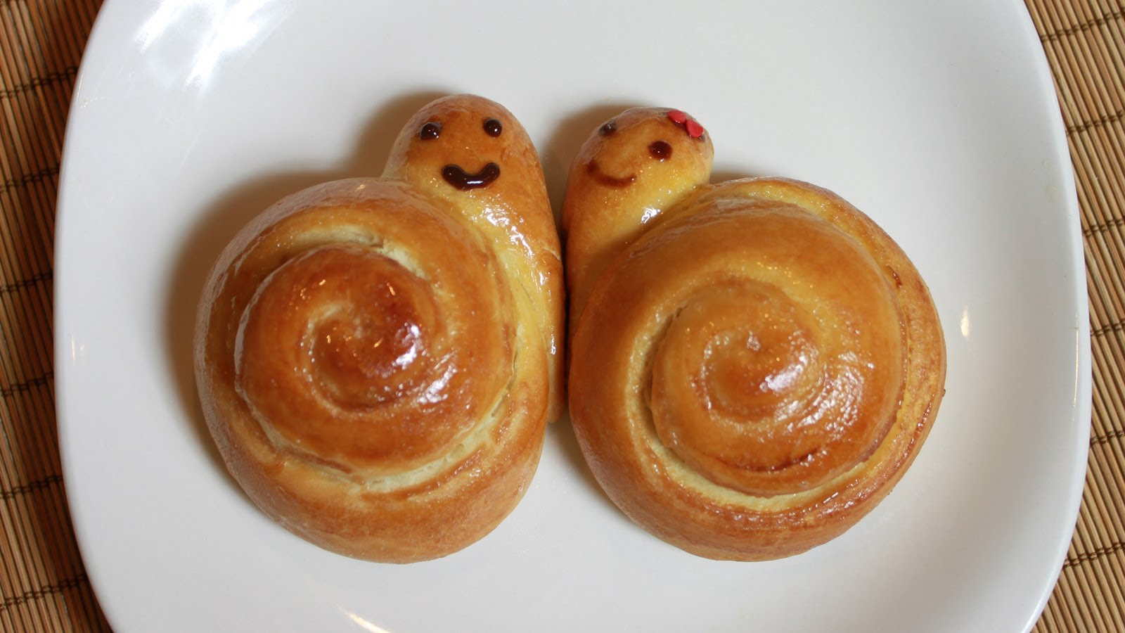 How To Bake Sweet Snail Bread Step By DIY Tutorial