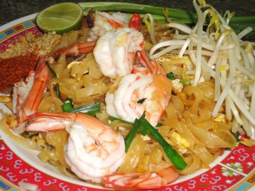 Culinary class: How to cook delicious Thai Food – famous Pad Thai step by step DIY tutorial instructions