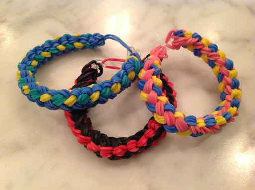 how to make a double braid rainbow loom bracelet design diy tutorial step by step instructions 512x382 How to make a Double Braid Rainbow Loom Bracelet design DIY tutorial step by step instructions