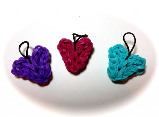 Rainbow Loom heart charm DIY tutorial step by step instructions