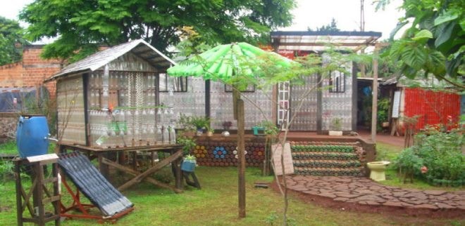 plastic-bottle-house-la-casa-de-botellas