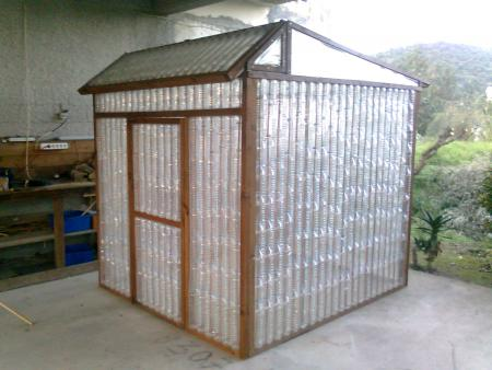 How to build a DIY greenhouse with plastic water bottles step by step tutorial instructions How to build a DIY greenhouse with plastic water bottles step by step tutorial instructions