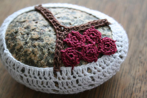 How to crochet fabulous pebble rocks step by step DIY tutorial instructions 02