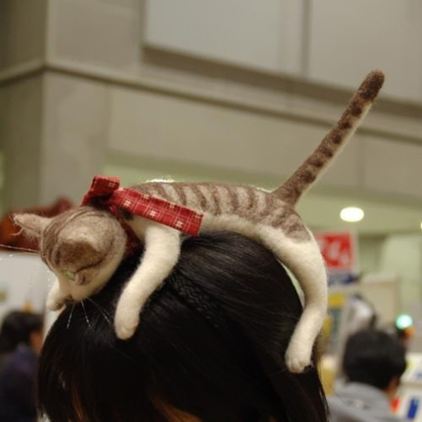 Forget Cat Ears - You Can Wear An Entire Kitten On Your Head With This Japanese Cat Headband 3
