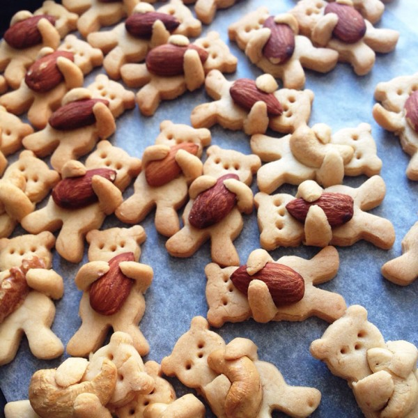 These Nut-Hugging Bear Cookies Are Too Cute To Eat 2