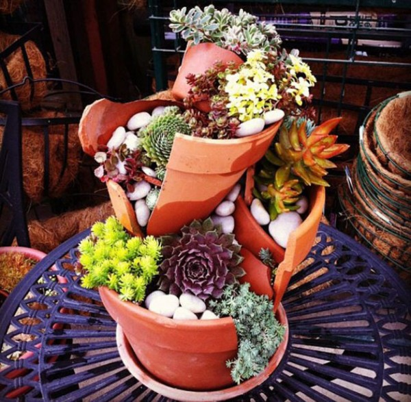 Garden Ideas Turn Broken Pots Into Fairy Gardens 7