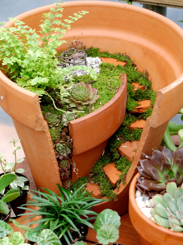 Garden Ideas Turn Broken Pots Into Fairy Gardens 9