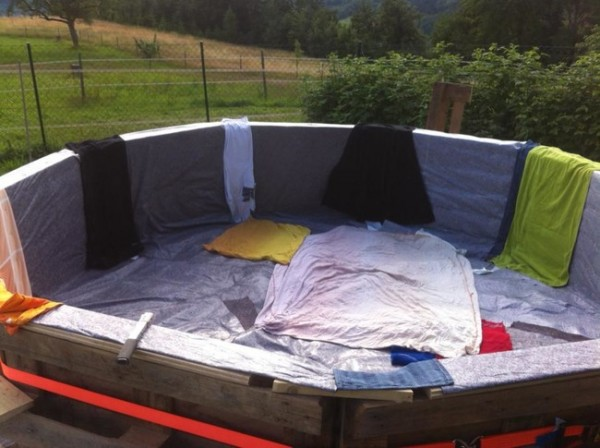 DIY Pallet Swimming Pool 3