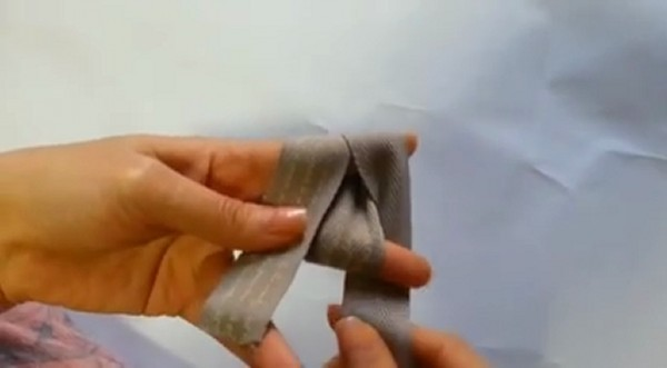 How To Make Bows Out Of Ribbon 2