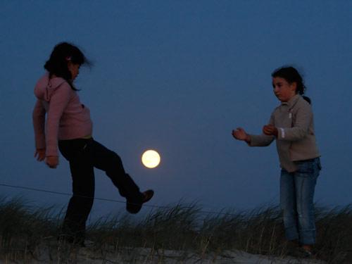How To Take Creative Moon Shots 10