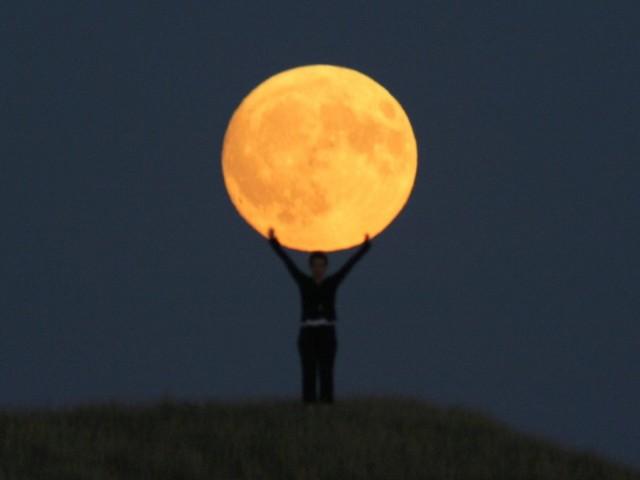 How To Take Creative Moon Shots 4