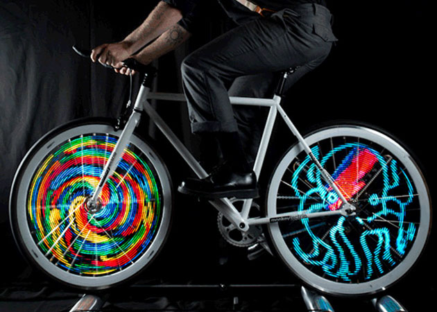 monkey-light-bike-wheel-light-1